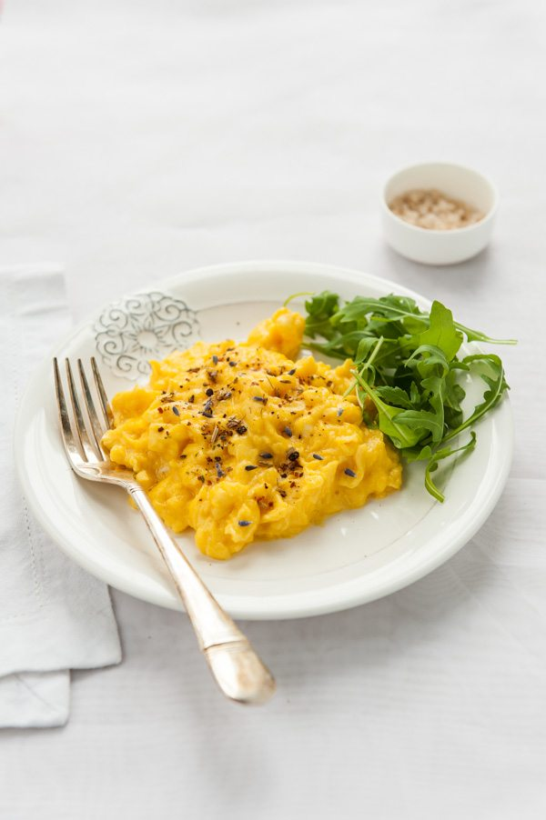 scrambled eggs with lavender pepper